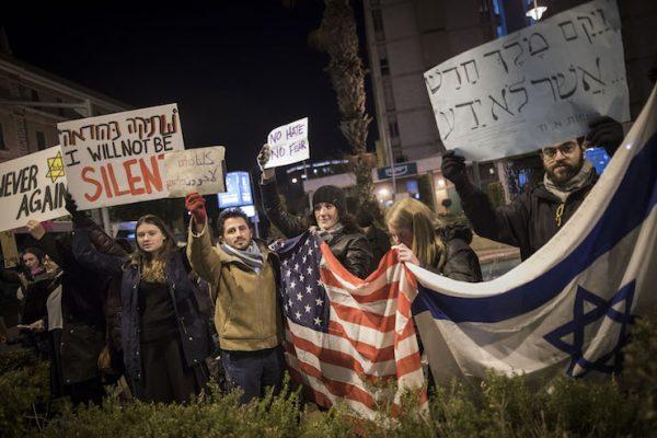 trump-protest-yonatan-sindel2-e1486475899847