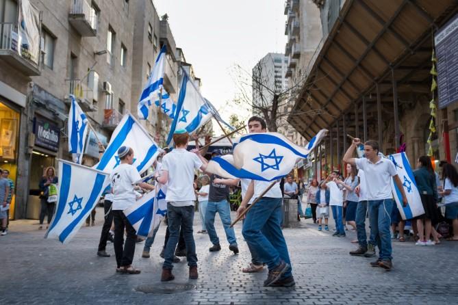 kids-with-israeli-flags-jerusalem-e1462905834686